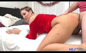 MILF Trip - Thick MILF in Santa machine gets slayed