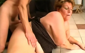 Saggy granny ravaged by tight young lady's man outdoors