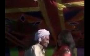Mujra excites a thatki Budha (old man) horny. Funny dance.