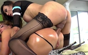 Oriental t-girl Venus Lux dominates Savannah Old Nick and cums on touching the brush mouth